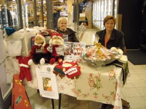 001-Juleutlodning 2008-Wenche Thorød og Randi Hegdahl